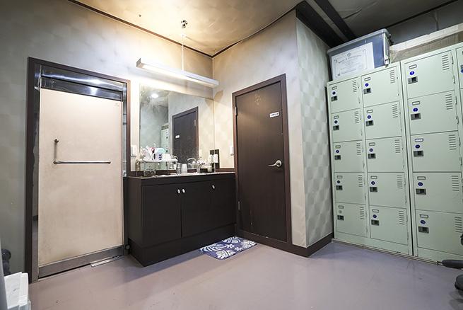 m_lock_room